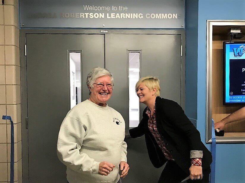 Former Principal cuts the ribbon.